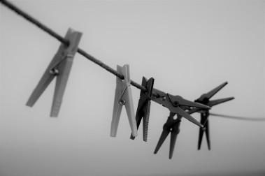 Pinzas blanco y negro
