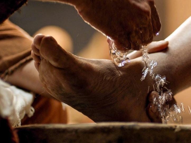 pies lavando